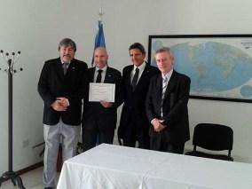 Entrega de diploma al Agrim. Sergio Cimbaro