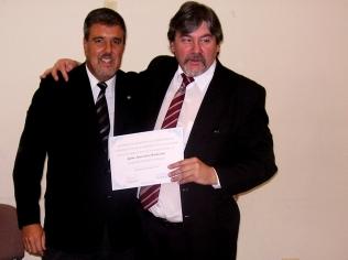 Entrega de diploma al agrim. Juan Carlos Bochicchio