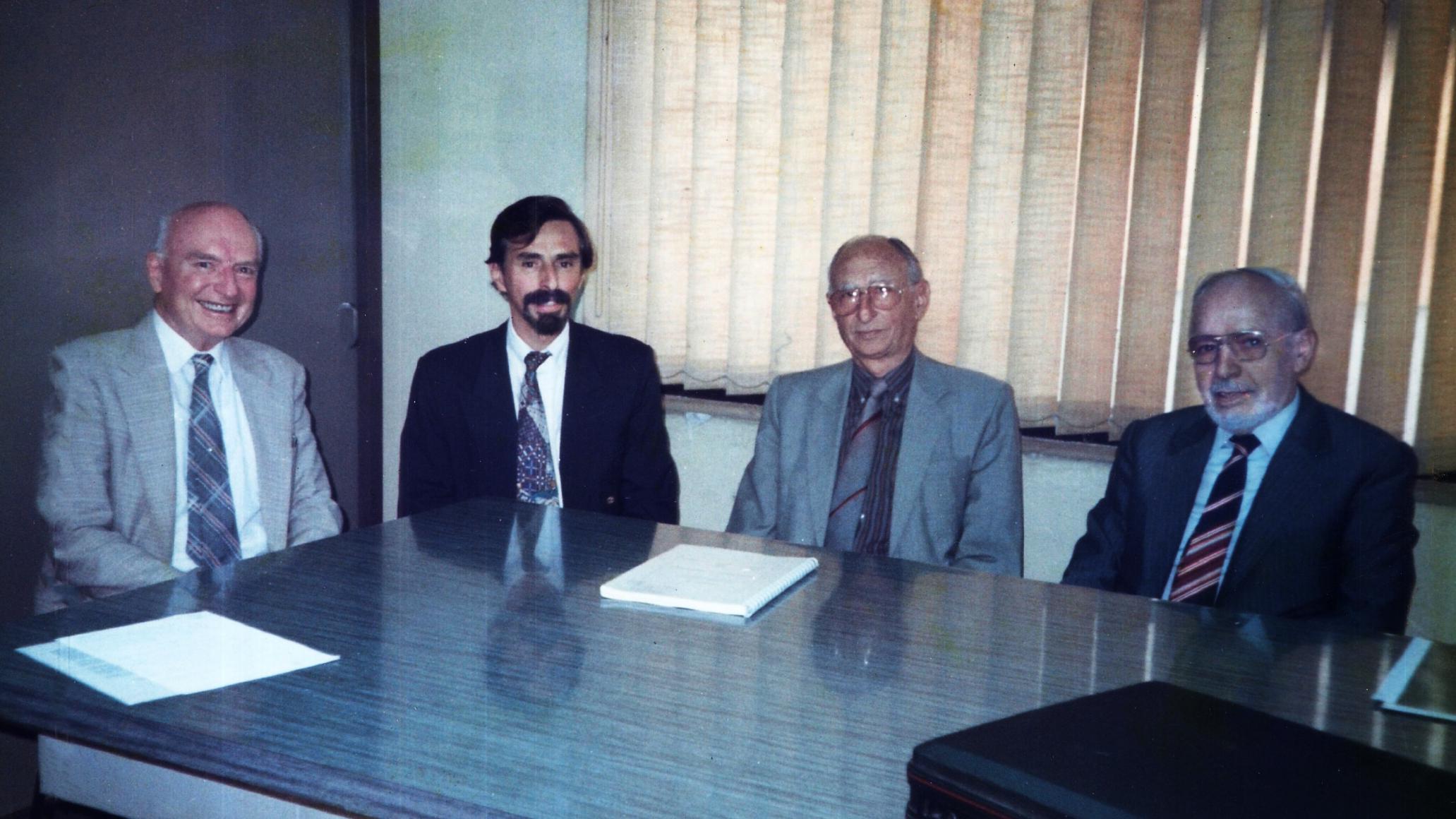 De izquierda a derecha, ingenieros agrimensores: Víctor Hansjürgen Haar, Armando Del Bianco, Severiano Bartaburu y Tito Livio Racagni