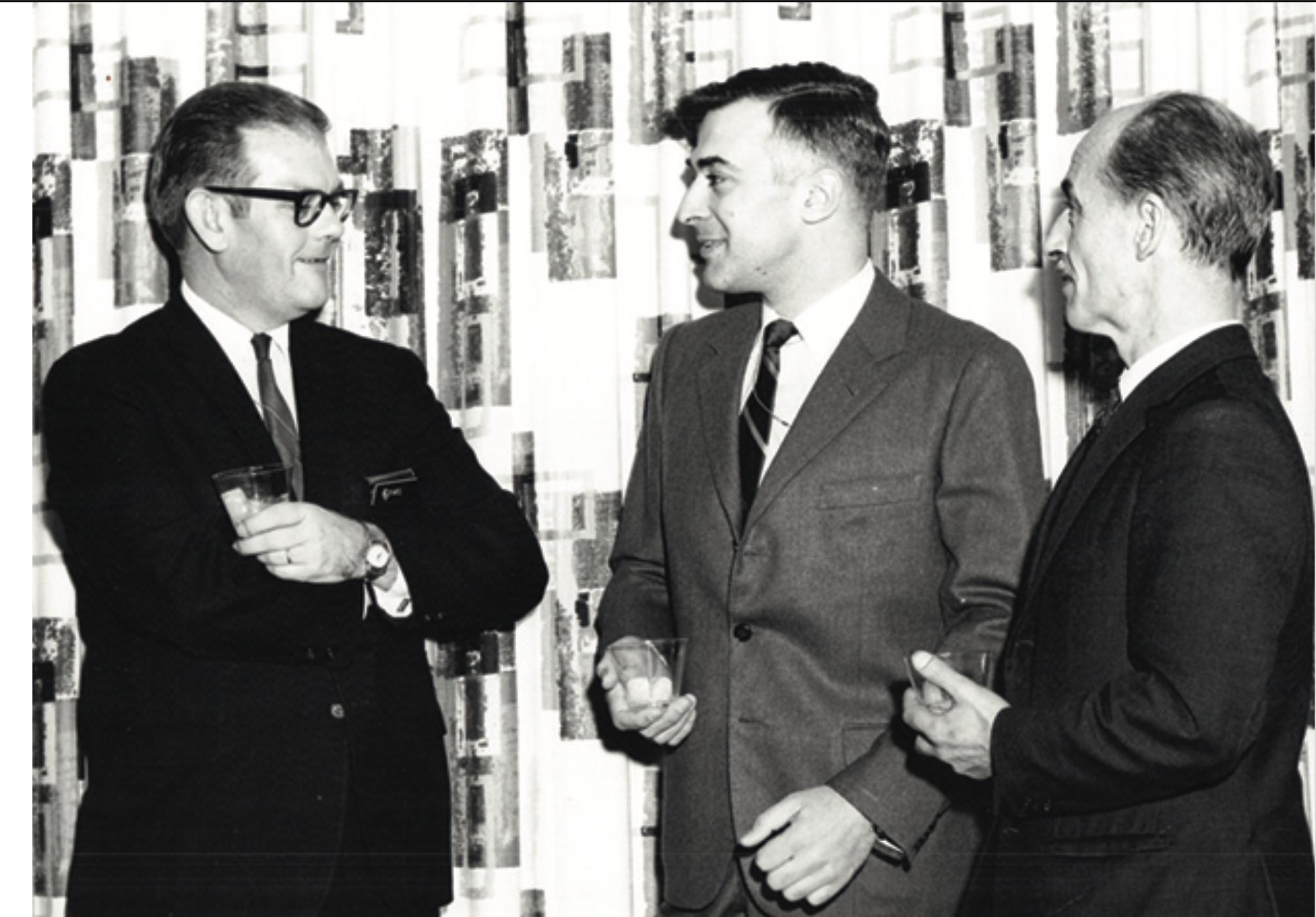 Alberto Crhistensen, Alfredo Elías conversando con David Byars del Army Map Service